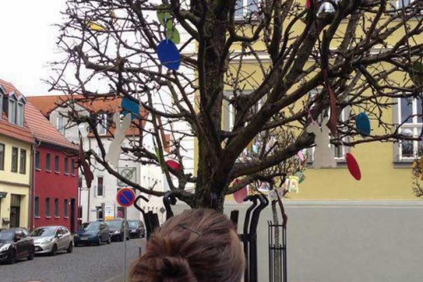 Osterbaumschmücken auf dem Marktplatz