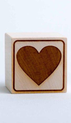 """Holzwürfel mit Motiv """"Herz"""" - positiv (eingelasert)"""
