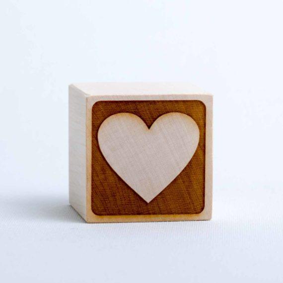 Holzwürfel mit Motiv Herz - negativ (gelasert)