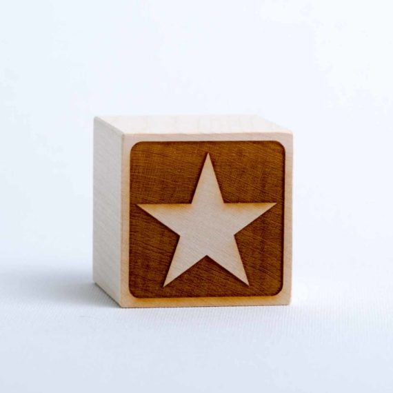 Holzwürfel mit Motiv Stern - negativ (gelasert)