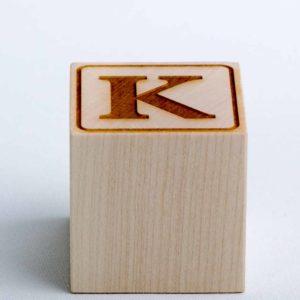 Holzwürfel graviert Buchstabe