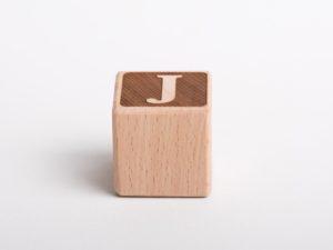 Holzwürfel J