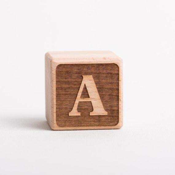 Holzwürfel mit Buchstabe A - negativ (eingelasert)